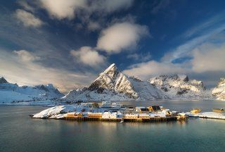 Morning in the village Sakrisøy