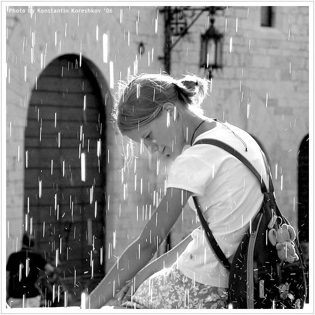 Италия, Ассизи, Умбрия, Italy, Assisi, Umbria, девушка, фонтан, брызги, желания, вода, Константин Корешков