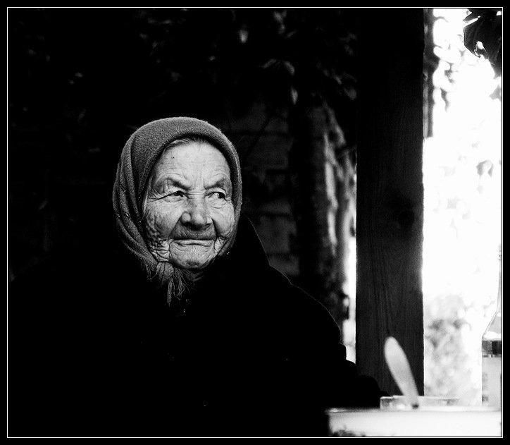 бабушка, черно белое, Василий Одинцов
