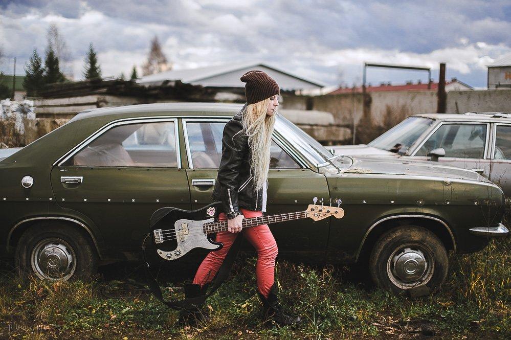 rourke photo, антон роук, роук фото, девушка, сигарета, машина, рок. гитара, фэшн, стиль, красные штаны, панк, блондинка, длинные волосы, long hair, girl, blonde, rock, guitar, old cars, Роук Антон