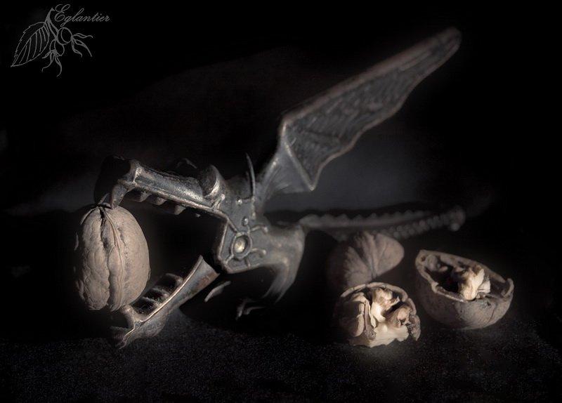 дракон, щелкунчик, орехи, орехокол, ссср, дизайн, натюрморт, Ольга Глушкова