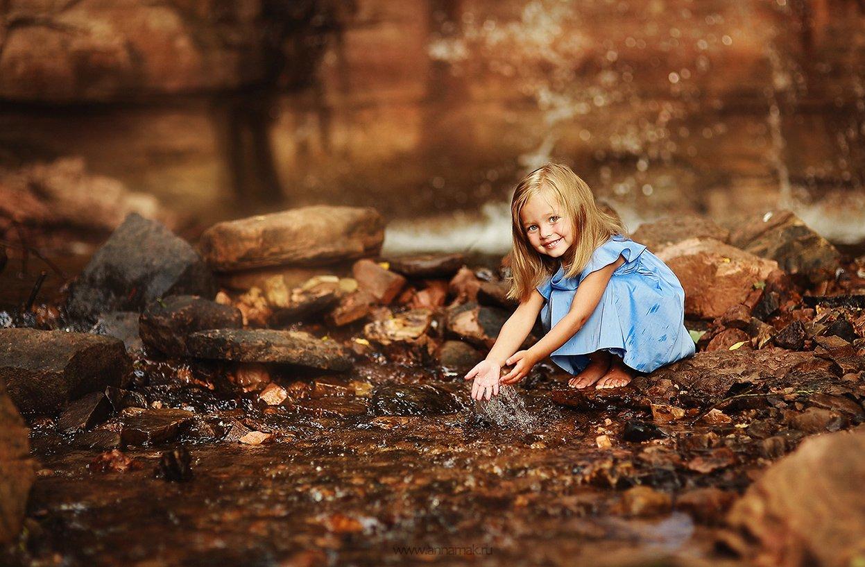 Брызги, Вода, Водопад, Девочка, Дети, Детская радость, Детская съемка, Лето, Ручей, Улыбка, Макеичева Анна