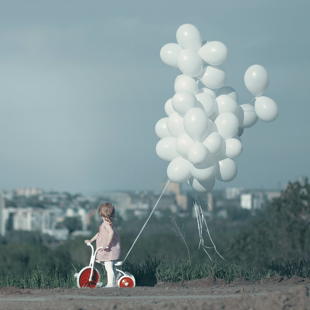 City, Велосипед, Воздушные шары, Город, Девочка, Небо, Анна Гражданкина