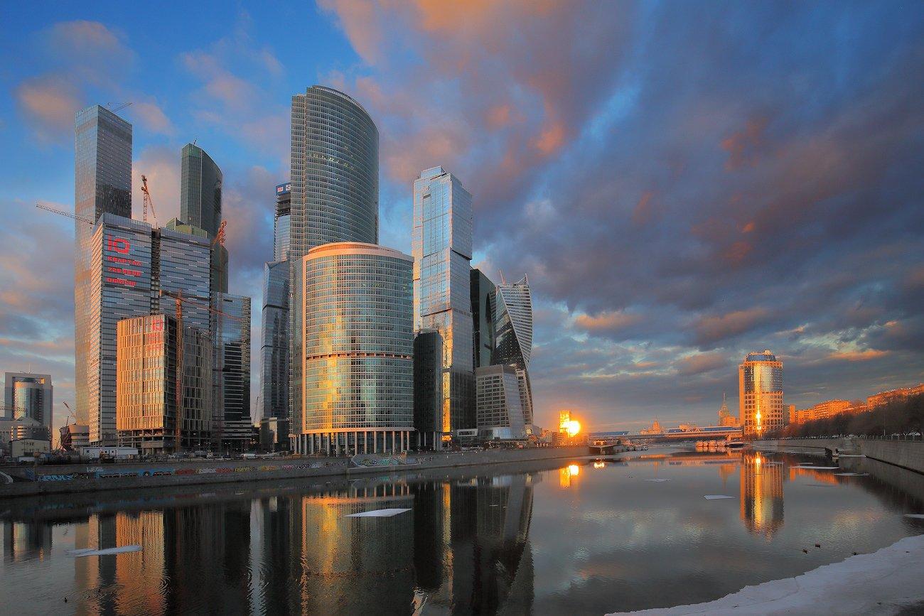 вечер, город, льдины, москва, москва-сити, небоскрёбы, река, солнце, Виктор Климкин