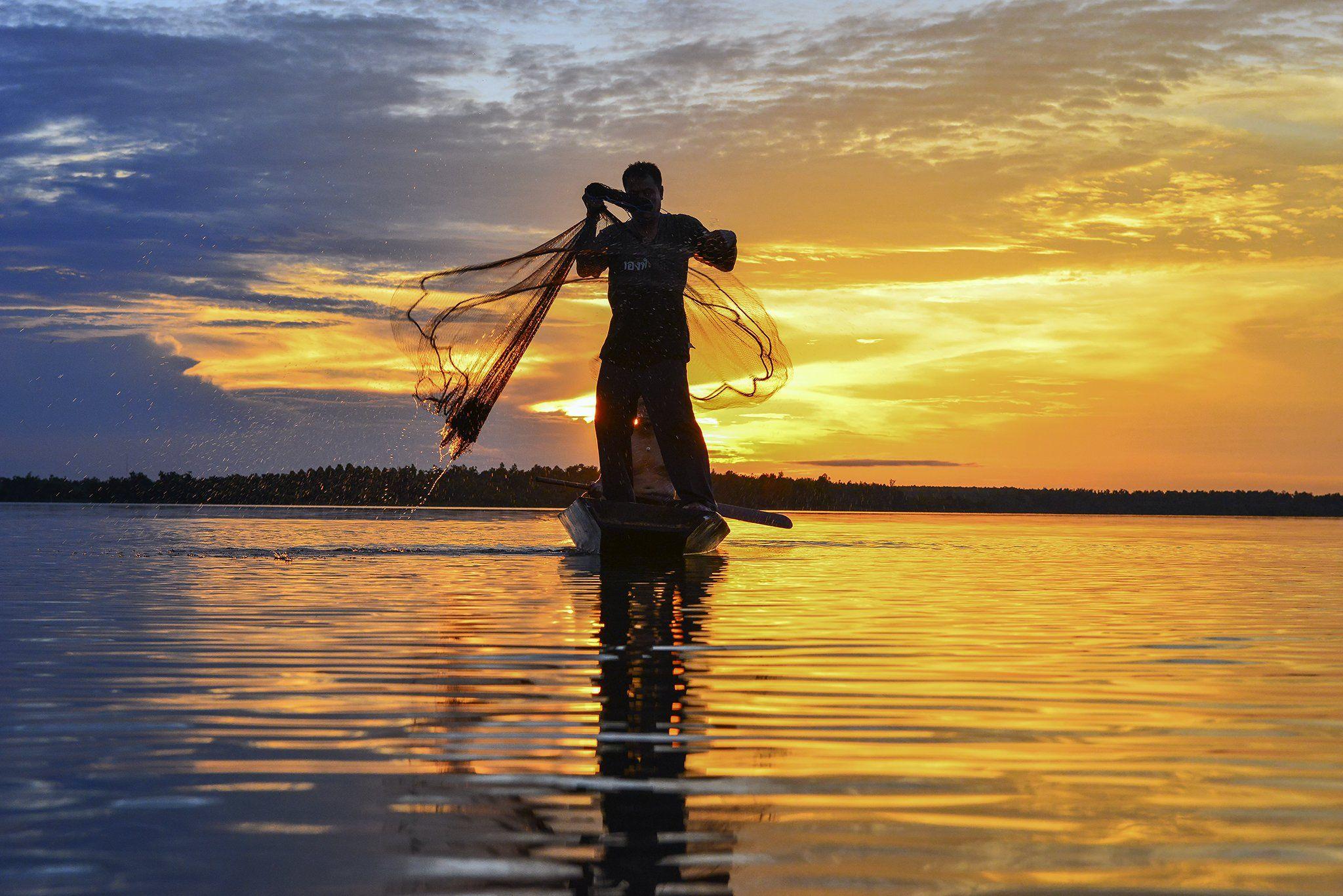 Asia, Asian, Fisherman, Fishing, Journey, Nets, Ocean, Sea, Sun, Sunlight, Sunset, Thailand, Travel, Water, Saravut Whanset