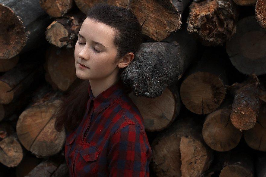 портрет, девушка, фото, бревна, дерево, цвет, Меркулов Антон