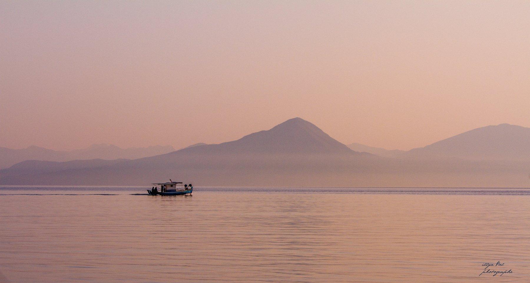 рассвет, Греция, море, горы, лодка, пейзаж, спокойствие, Илья Беленький