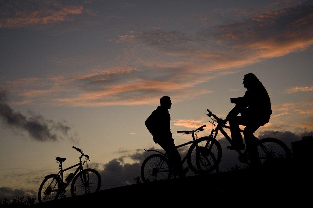 велосипед,друзья,небо,закат,облака,спорт, Евгений Пугачев.