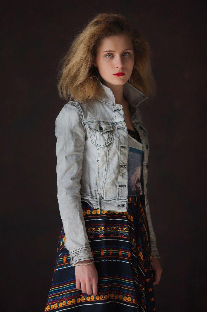 Девушка, студия, платье, джинсовка, свет, компоновка, образ, взгляд, портрет, фото, цифра, Иванов Юрий