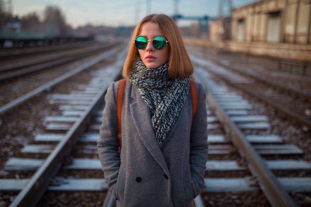 девушка, дорога, линии, композиции, пальто, свет, очки, композиция, линии, станция, Иванов Юрий