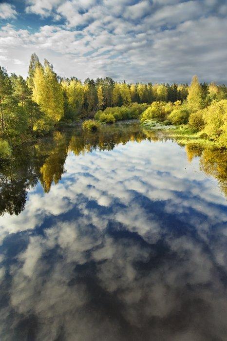 облака,небо,отражение,осень,цвета,вода,река,листва,деревья, Евгений Пугачев.