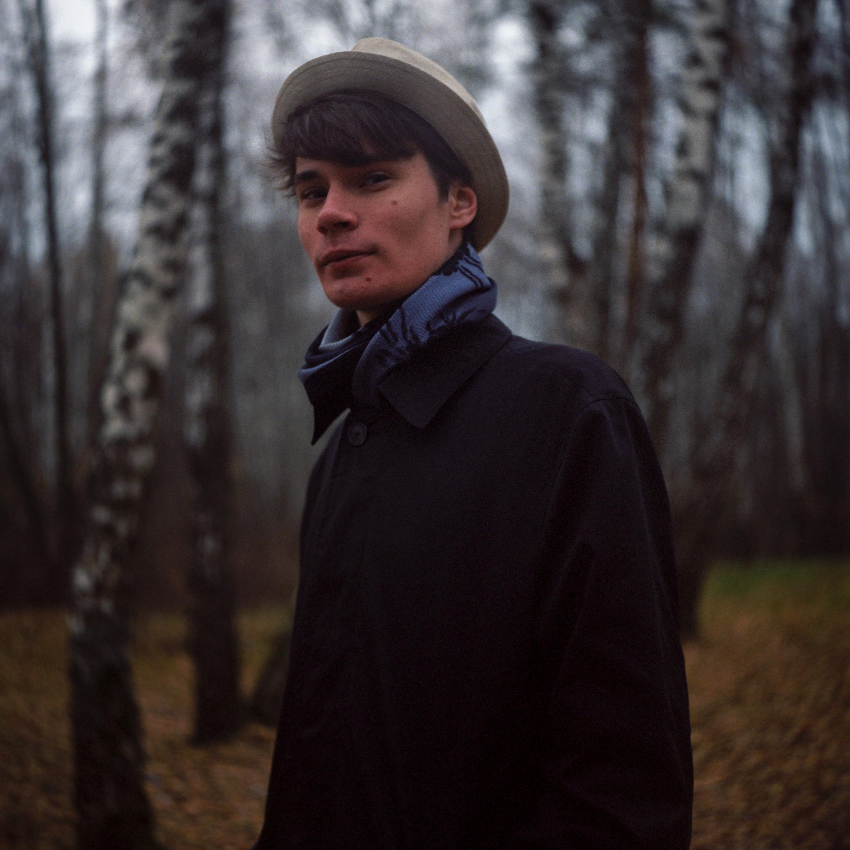парень лес портрет шляпа плащ пальто фото берёзы 6x6 плёнка фотоплёнка средний форма ikoflex kodak porta 160, Иванов Юрий