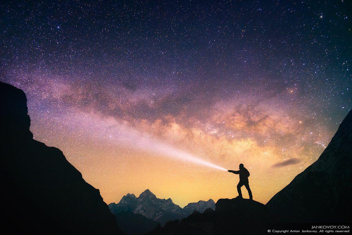 Непал, Гималаи, Эверест, ночь, звезды, созвездие, млечный путь, горы, силуэт, треккинг, трек,, пейзаж, небо, человек, свет, , Антон Янковой (www.photo-travel.com)