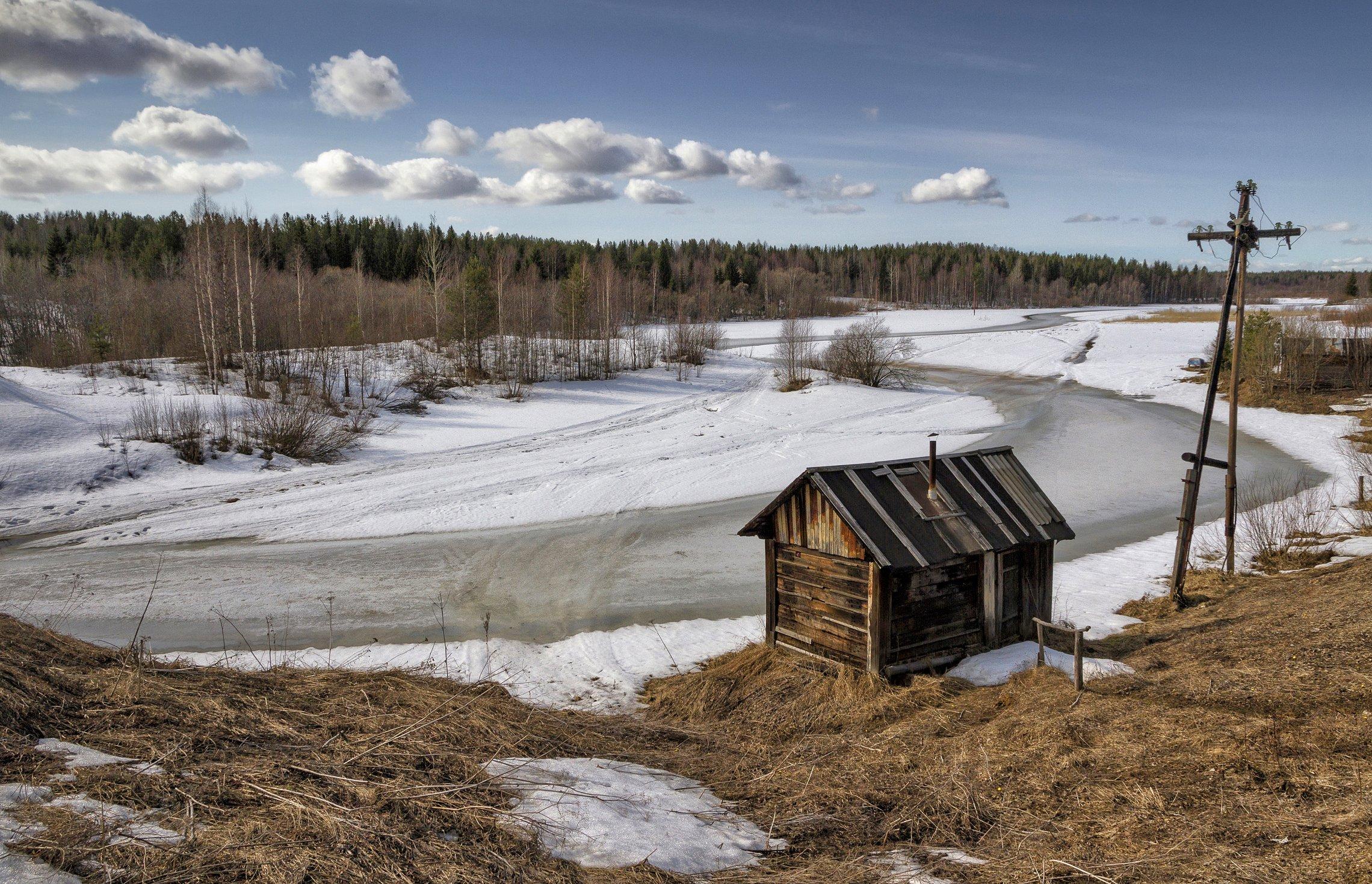 весна, река, берег, лес, деревья, баня, облака, снег, лед, трава, Вера Ра