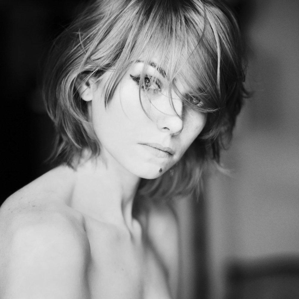 nude, Andreea Chiru