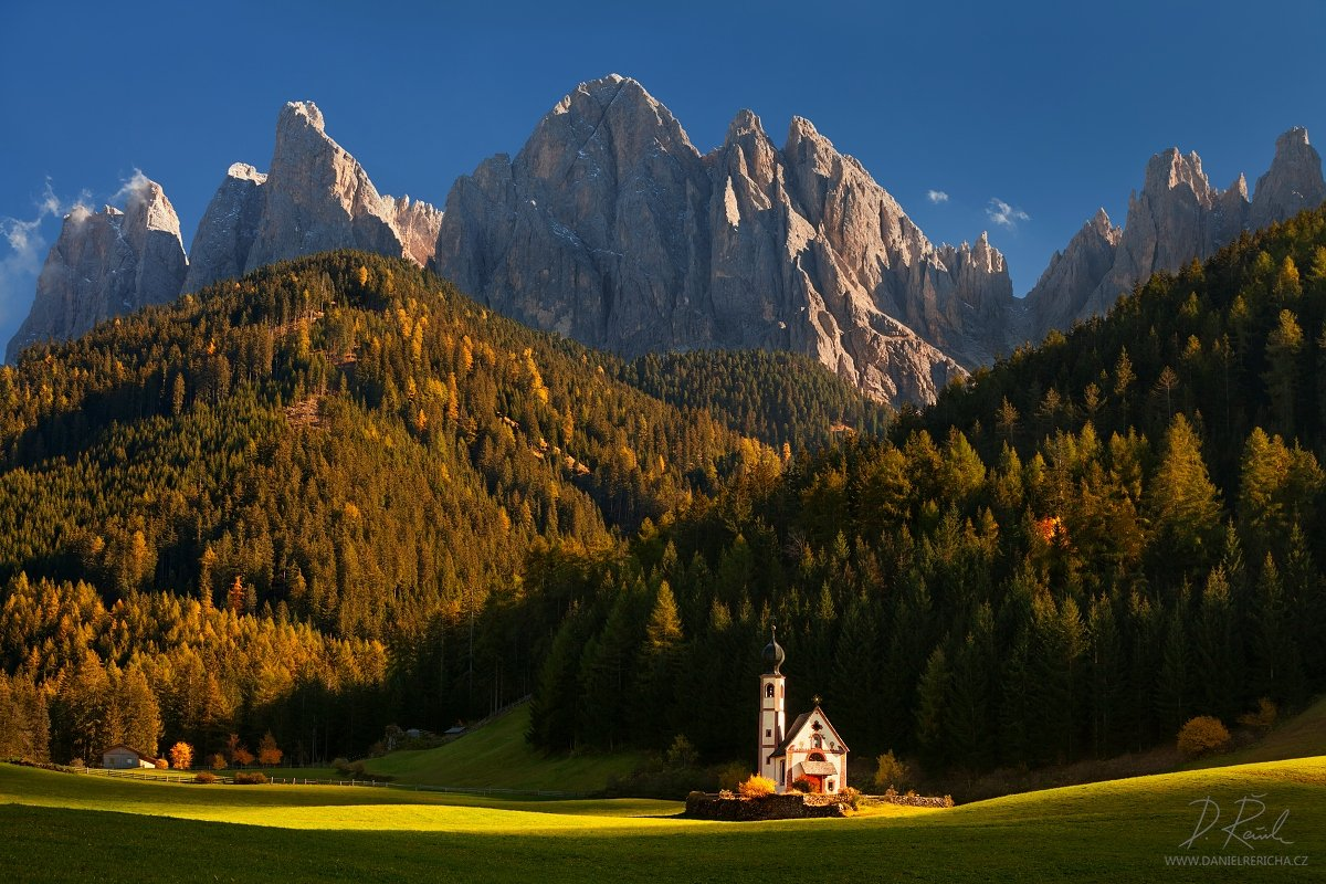 Europe, Italy, Italia, Alps, Italien, Alpen, Dolomiti, Dolomites, Funes, St. Johann, Val di Funes, Dolomiten, Le Odle, St. Magdalena, S.Madalena, Geisler, Odles, church, autumn, evening colors, evening light, sky, mountains, peaks, meadow,  trees, landsca, Daniel Rericha