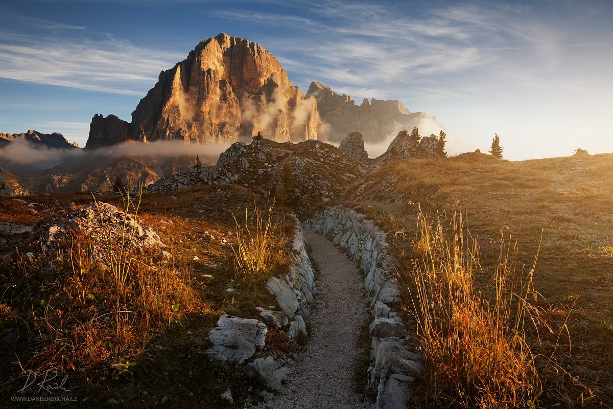 Italy, South Tyrol, Tyrol, Alpen, Trentino, Dolomites, Passo Falzarego, Tofana di Rozes, Passo, Falzarego, Tofana, daniel rericha, Europe, autumn, mountains, morning, sky, clouds, fog, mist, autumn colors, , Daniel Rericha