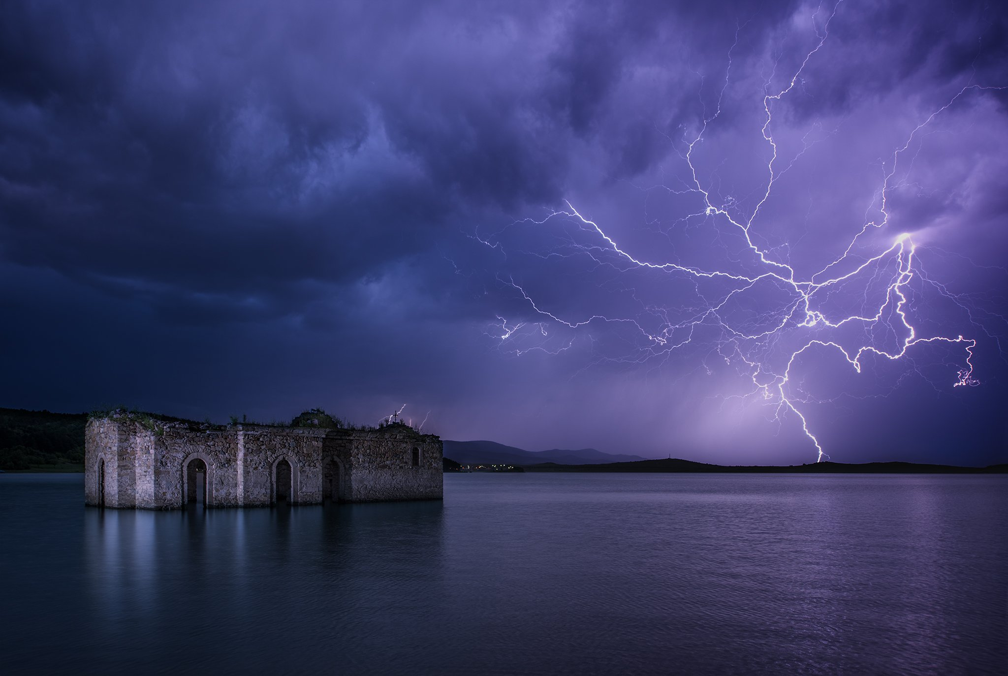 молния, церковь, озеро, жребчево, болгария, Руслан Асанов