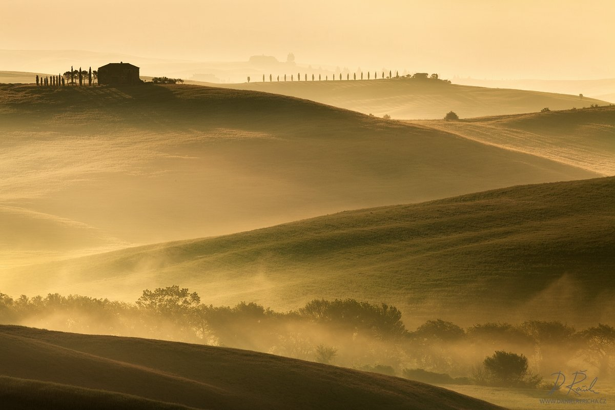italy, tuscan, tuscan, san quirico d´orcia, pienza, spring, morning, sunlight, mist, fog, clouds, meadow, field, spring meadow,cypress, grove, sun, daniel rericha,, Daniel Rericha