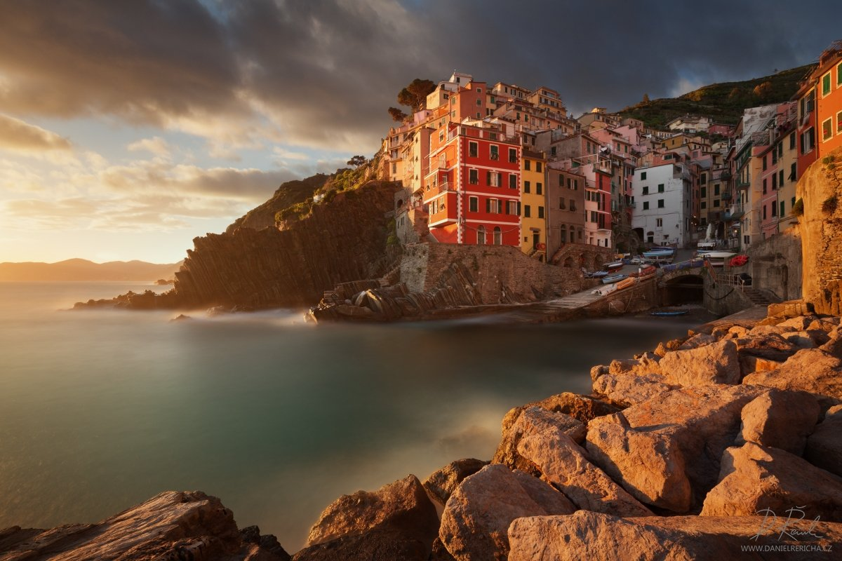 Italy, Europe, Riomaggiore, Liguria, Cinque Terre, Town, Unesco, 5 Lands, daniel rericha, National park Cinque Terre, water, sky, sea, sunset, spring, stones, clouds, coast, house, architecture, cityscape, rocks, village, long exposure, golden hour, adria, Daniel Rericha