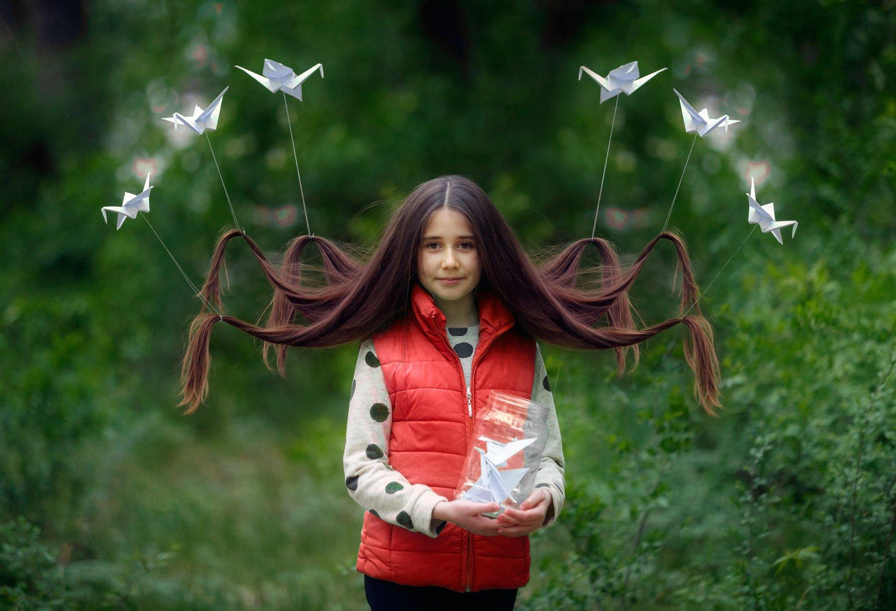 дети,портрет,девочка,весна,птицы,зелень,волосы, семья,детский портрет, Оксана
