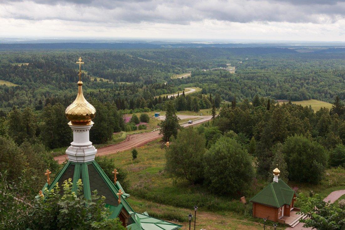 Гора Белая монастырь дорога лес дали Пермский край лето, Георгий Машковцев
