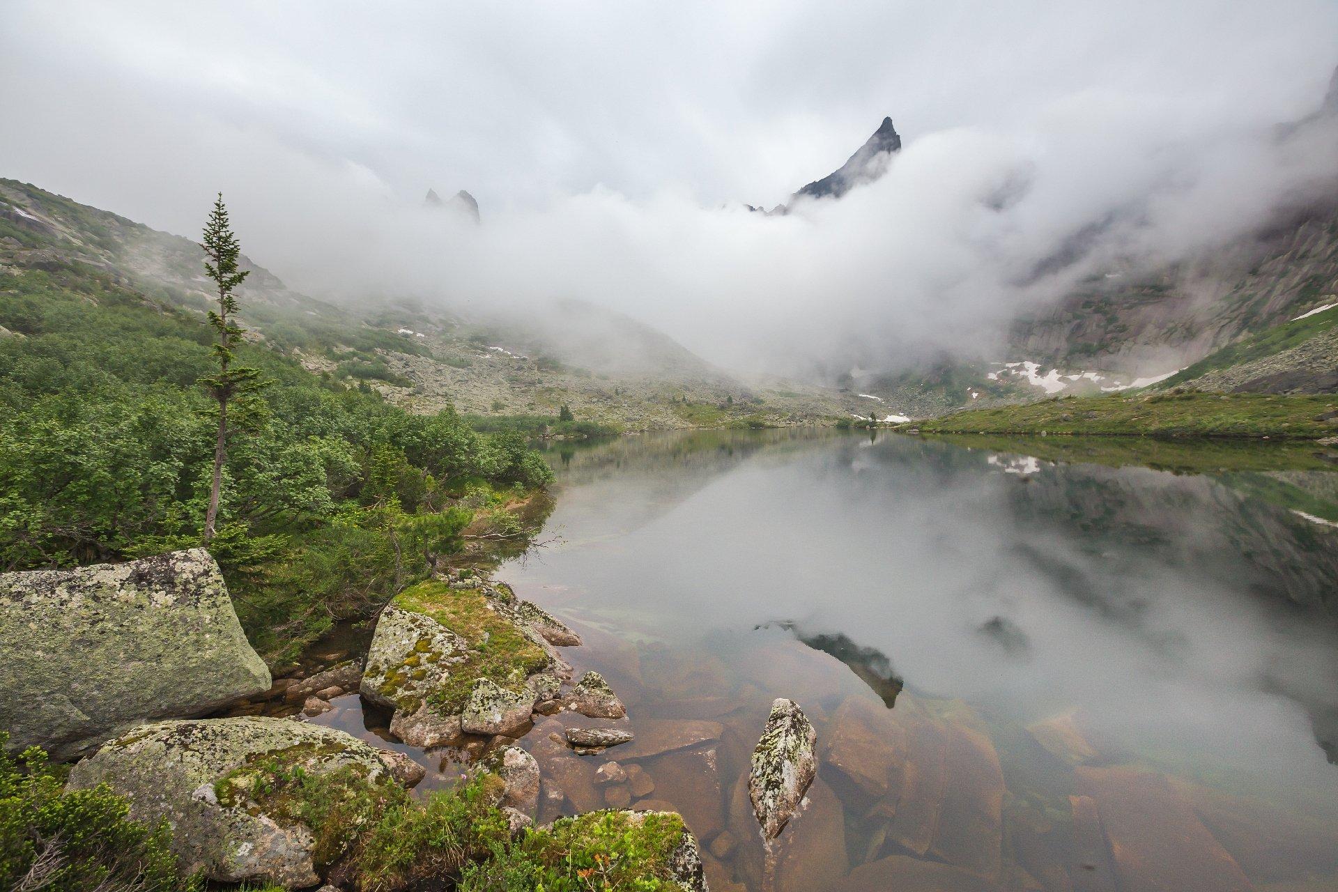 звездный, ергаки, скала, туча, туман, утро, озеро мальчиков, цветные озера, Виктор Зайцев