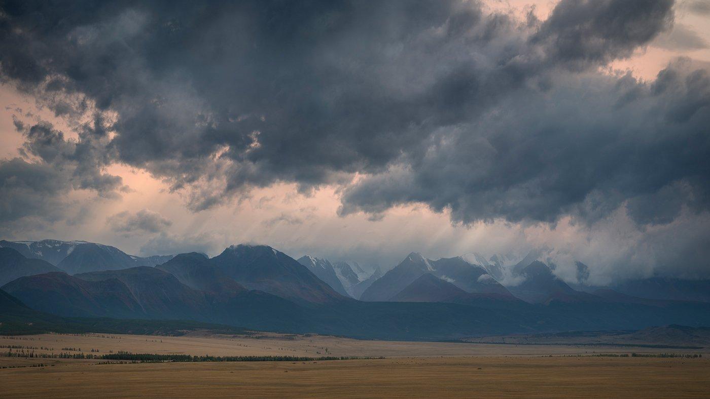 природа, пейзаж, горы, хребет, непогода, небо, облака, вечер, туман, дымка, степь, долина, алтай, сибирь, чуйский, панорама, вершины, хмурый, вид, высокий, большой, Дмитрий Антипов