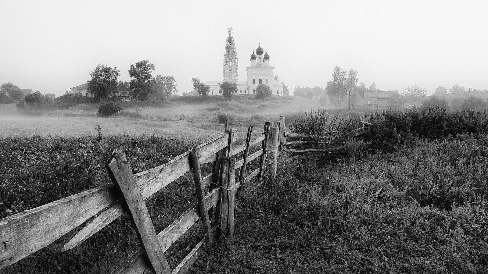 восход солнца, забор, лето., село осенево, туман, утрро, храм во имя казанской божьей мат, ярославская область, СПИРИДОНОВ НИКОЛАЙ