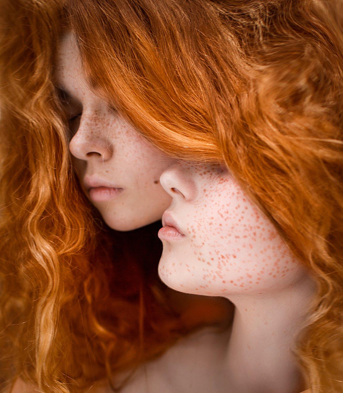 Девушка с клыками вампира фото