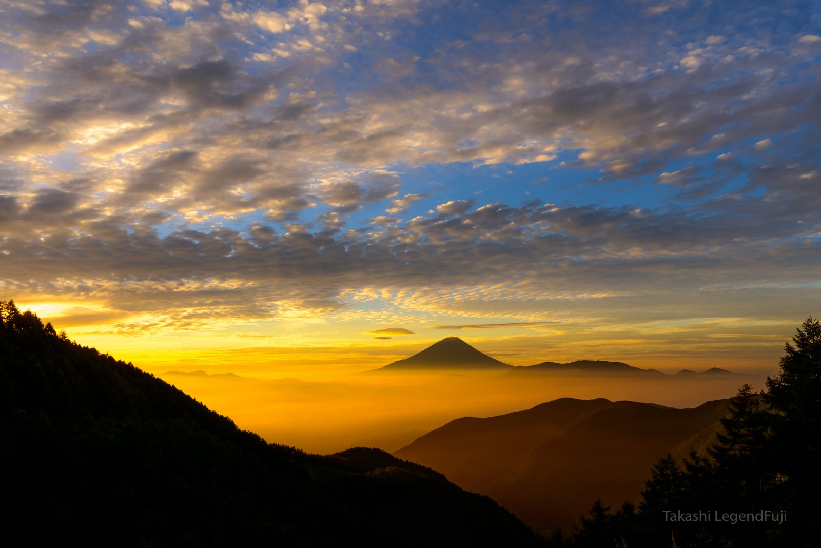 Fuji,mountain,cloud,Japan,valley,red,orange,sky,morning,sunshine,sunrise,beautiful,amazing,, Takashi