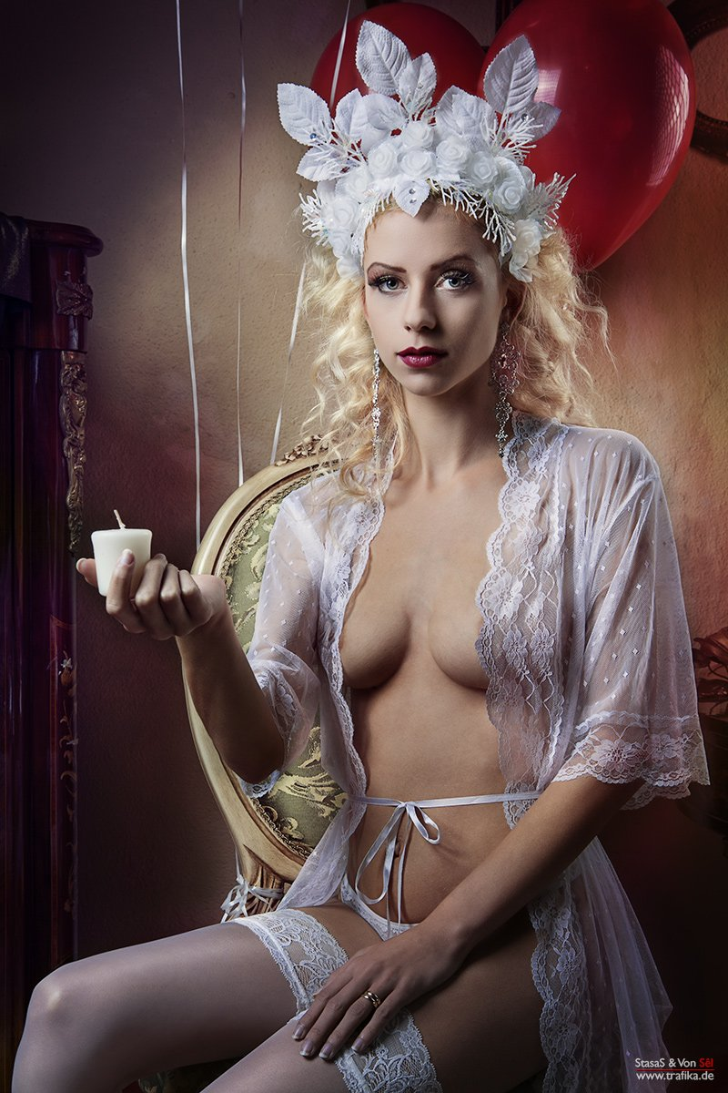 light, candle, blonde, headpiece, room, balloons, red, white, lady , girl, Von Sel