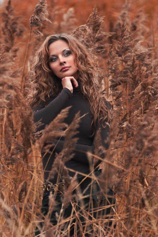портрет, девушка, осень, дождь, камышь, болото, Denis Kartavenko