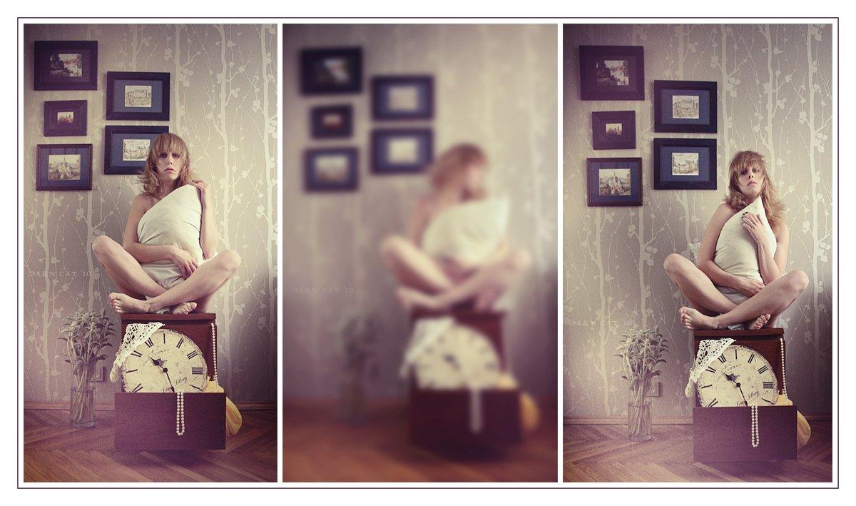 sleeplessness, бессонница, девушка, автопортрет, вне, времени, подушка, Darn Cat