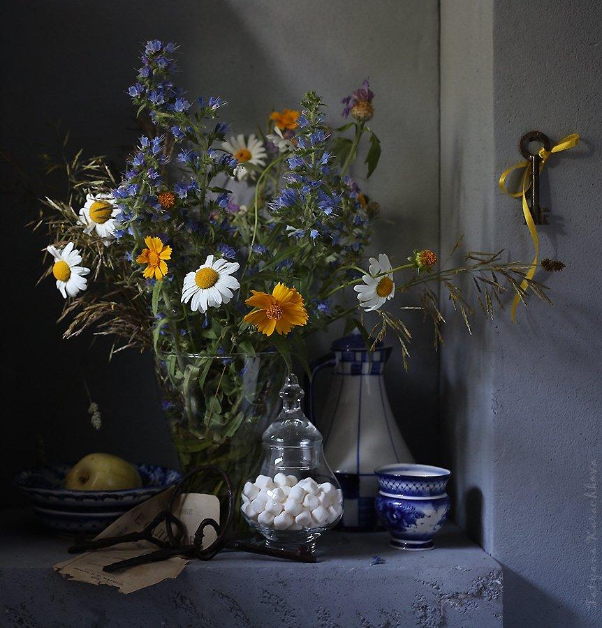 лето, натюрморт, цветы,ромашки, ключи, Карачкова Татьяна