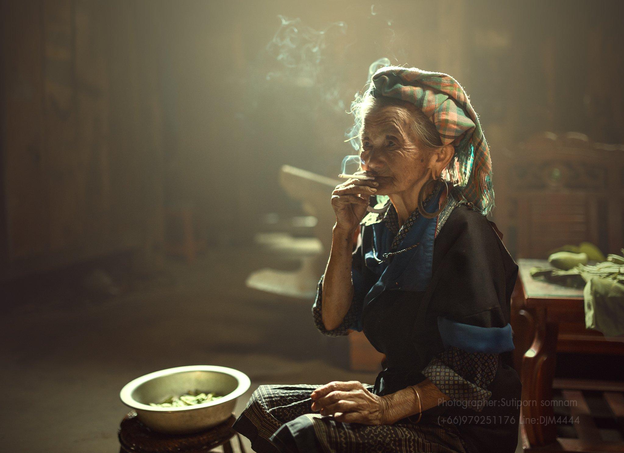 women,vietnam,smoking,relax,, SUTIPORN SOMNAM