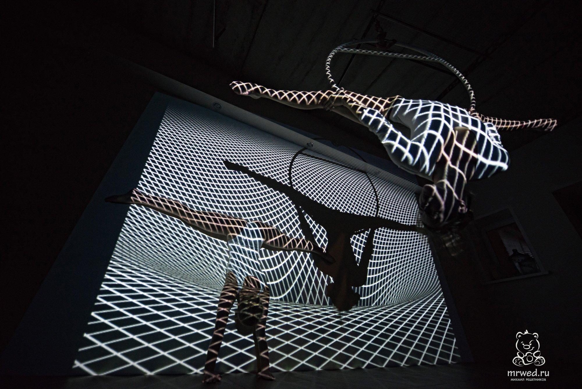 проектор, шпагат, девушки, боди, Михаил Решетников, Михаил Решетников