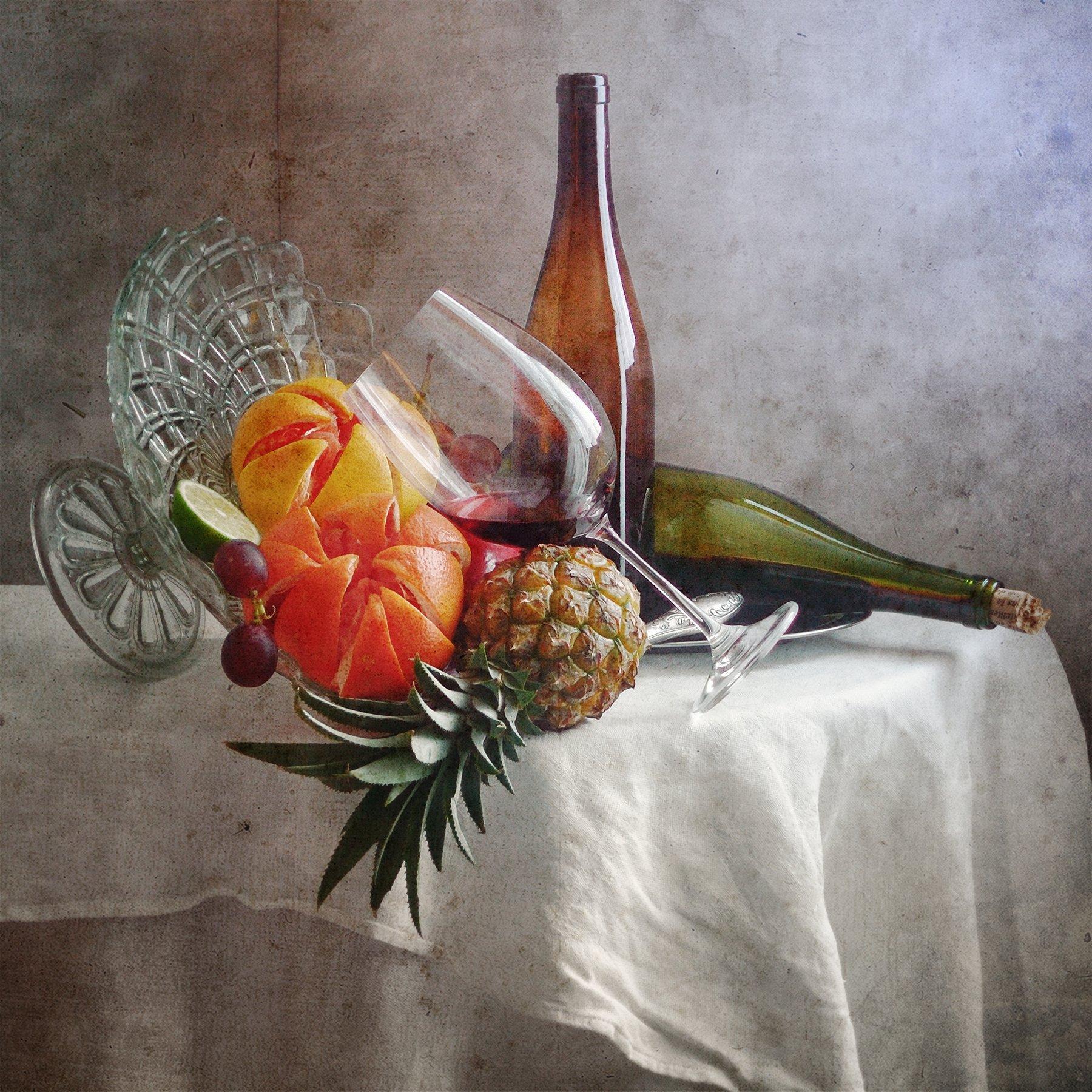 Фруктовый, натюрморт, желтыый, красный, гранат, ананас, бокал, красный, вино, зеленый, бутылка, беспорядок, белый, скатерть, домашний, интерьер, Николай Панов