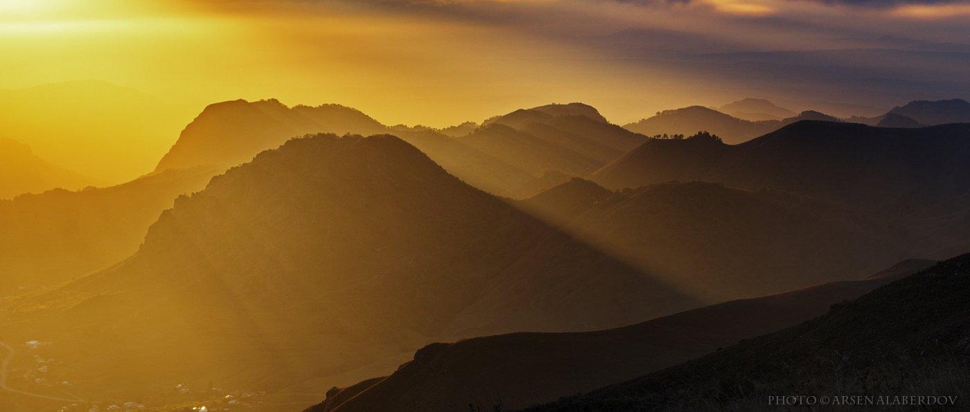 горы, предгорья, хребет, вершины, пики, снег, осень, зима, скалы, холмы, долина, облака, путешествия, туризм, карачаево-черкесия, кабардино-балкария, северный кавказз , закат, свет, лучи, АрсенАл