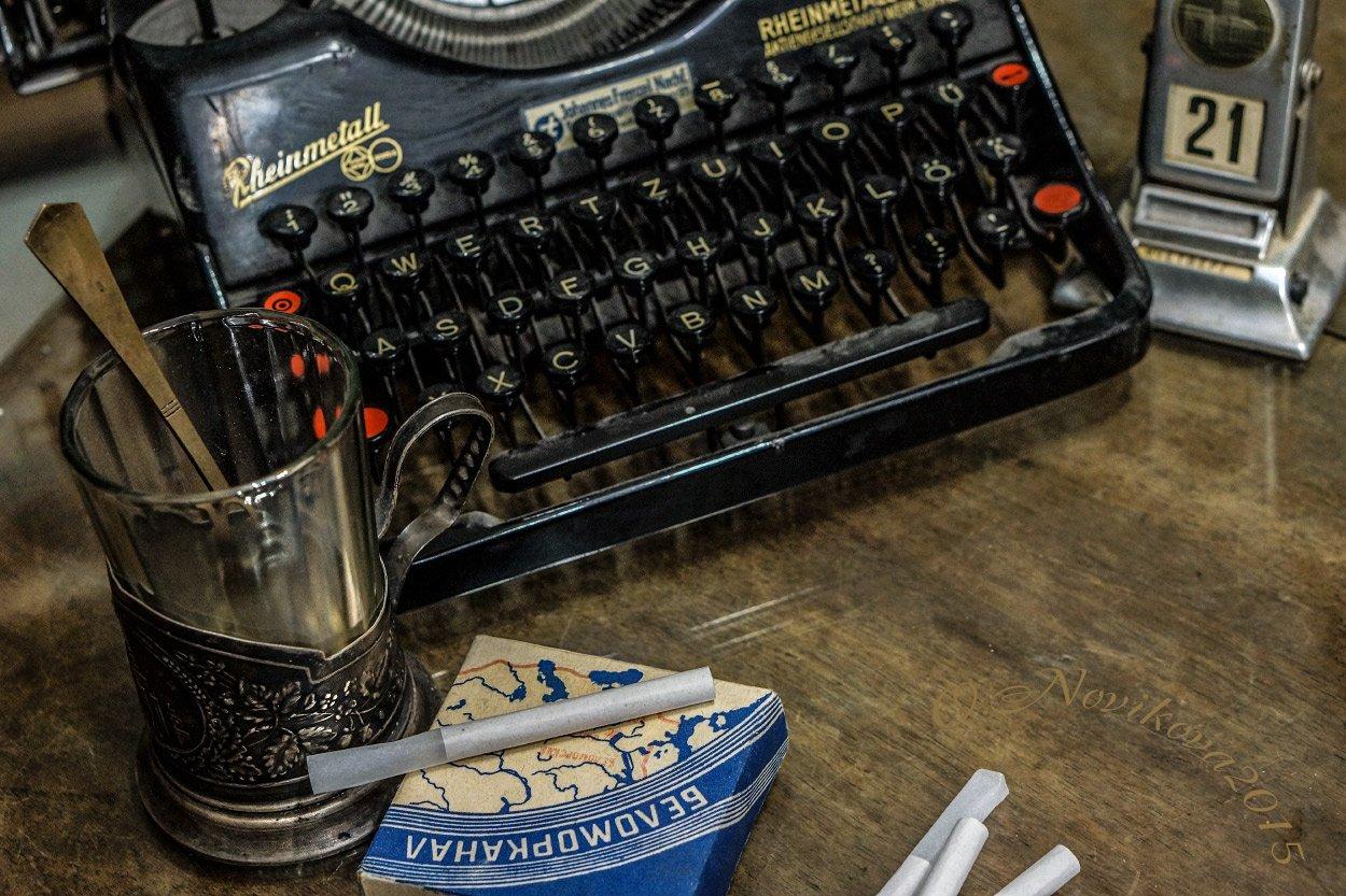 стакан,подстаканник,ложка,календарь,папиросы,пишущая машинка,история, Novikova Olga