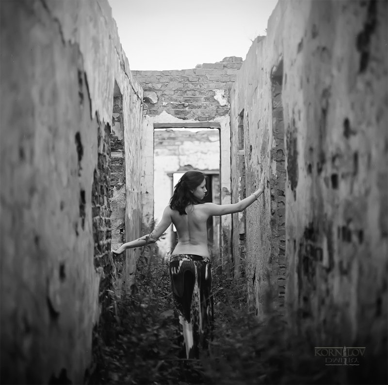 девушка, руины, северные, земли, дмитрий, корнилов, плёнка, 6х6, средний, формат, киев, 88, Барсук