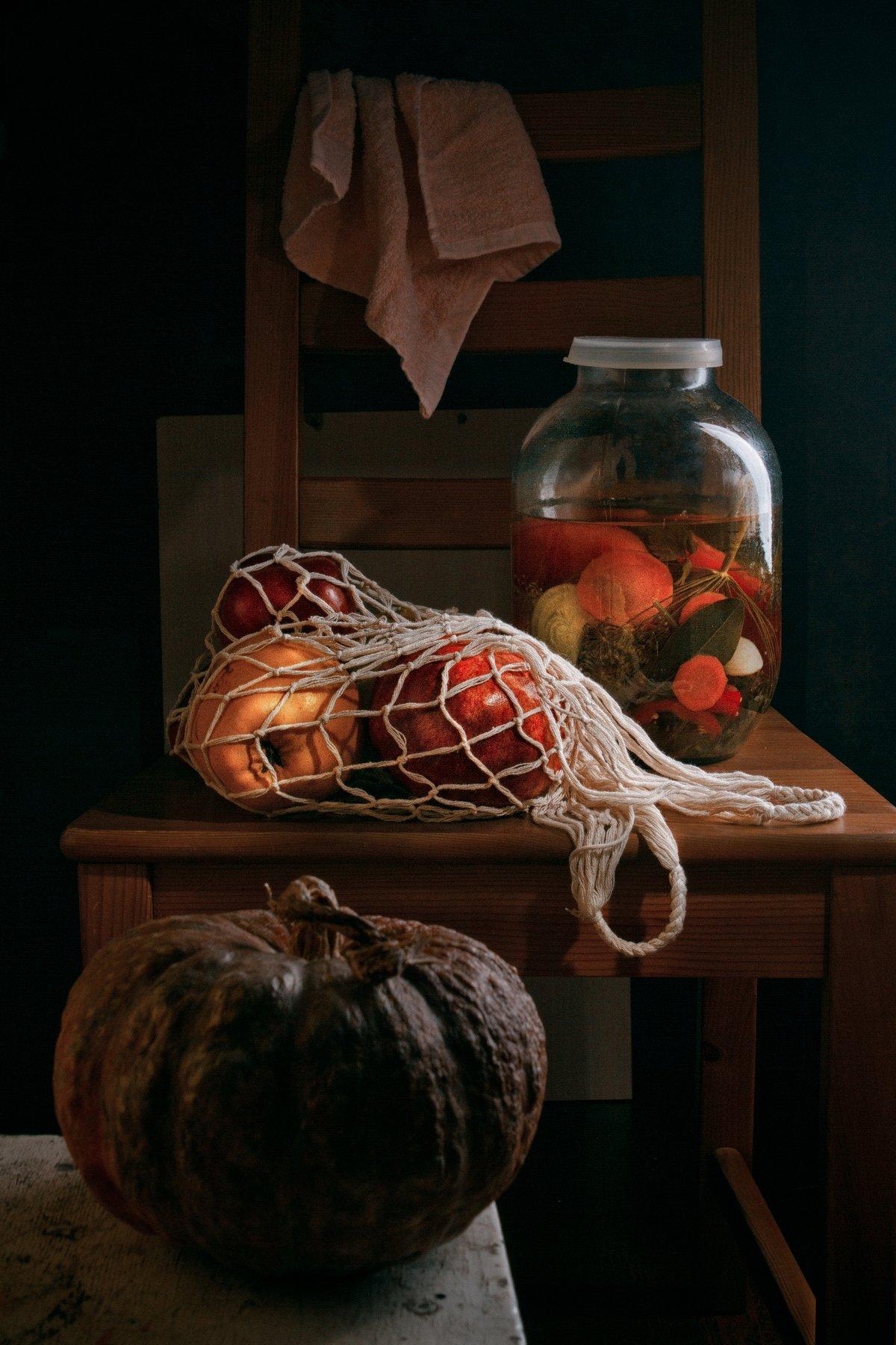 фрукты, овощи, авоська, тыква, айва, гранат, стул, натюрморт, Наталья Голубева