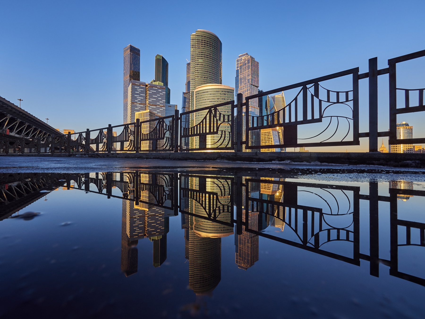 город, Москва, архитектура, небо, вода, отражение, мост, небоскреб, зима, прогулка, Конев Сергей