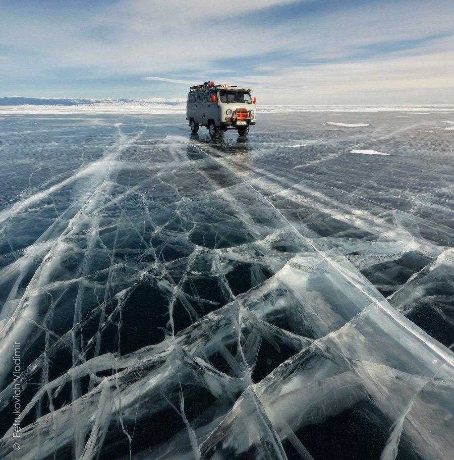 Байкал, лёд, Малое море, буханка, машина, зима, Владимир Петрукович