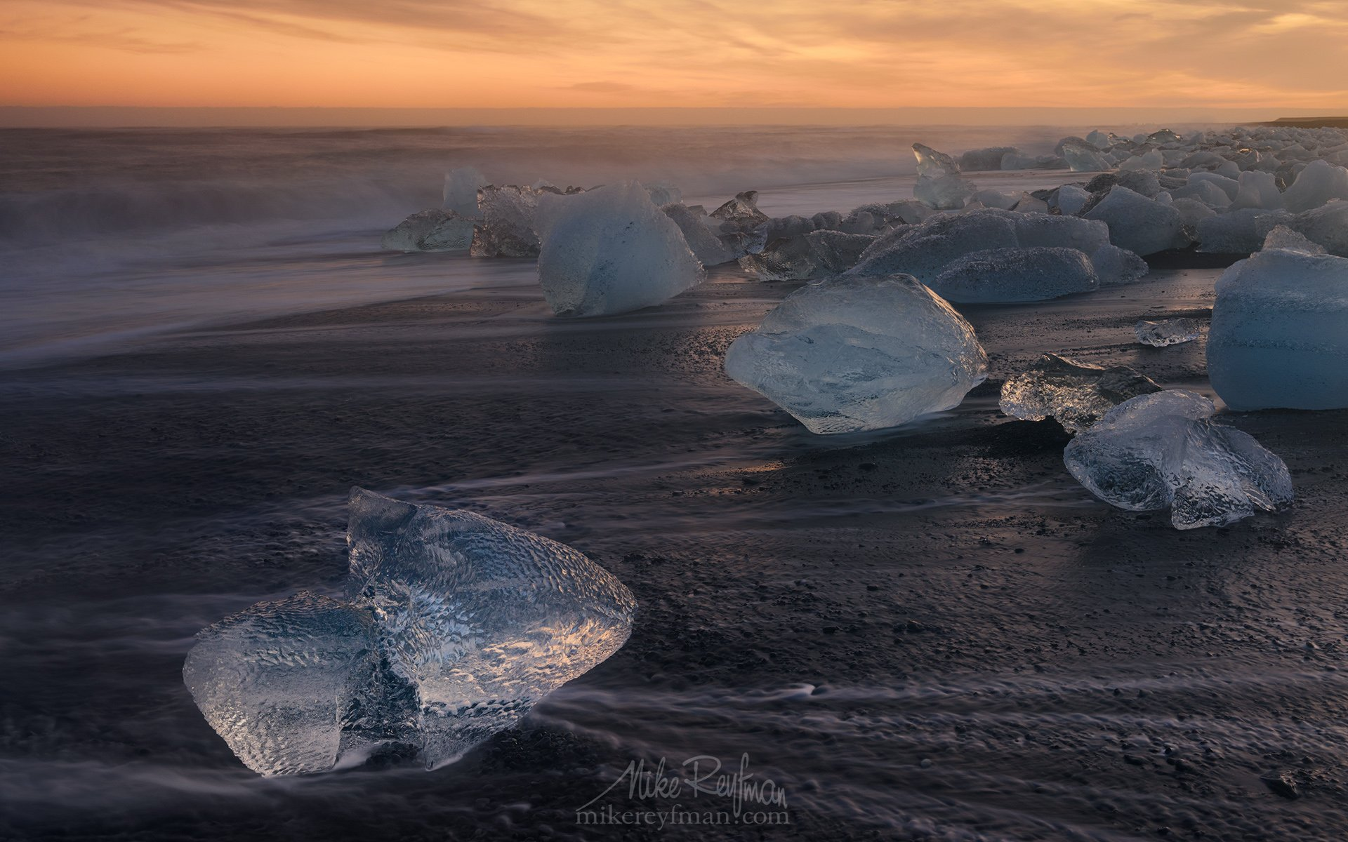 winter, ice, breidamerkursandur, iceland, jokulsarlon glacial lagoon, chunks of ice, glacier, jokulsarlon lagoon, ocean, black volcanic-sand beach, ice-chunks, polished, stranded, shore, diamonds, black velvet, Майк Рейфман