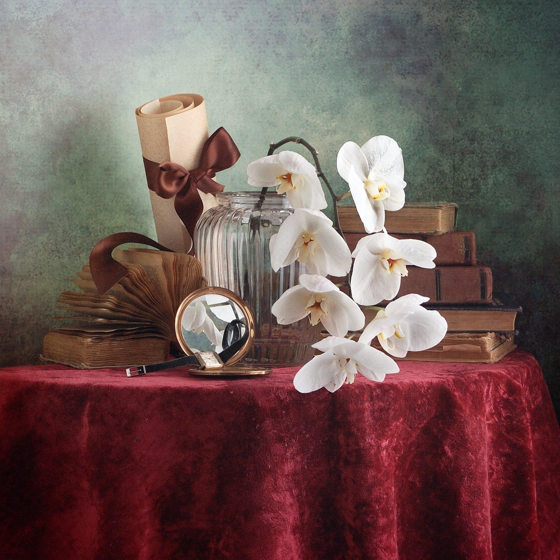 Классический, натюрморт, белый, орхидея, стеклянный, ваза, старый, книга, темно-красный, ткань, драпировка, домашний, интерьер, винтажный, зеркало, Николай Панов
