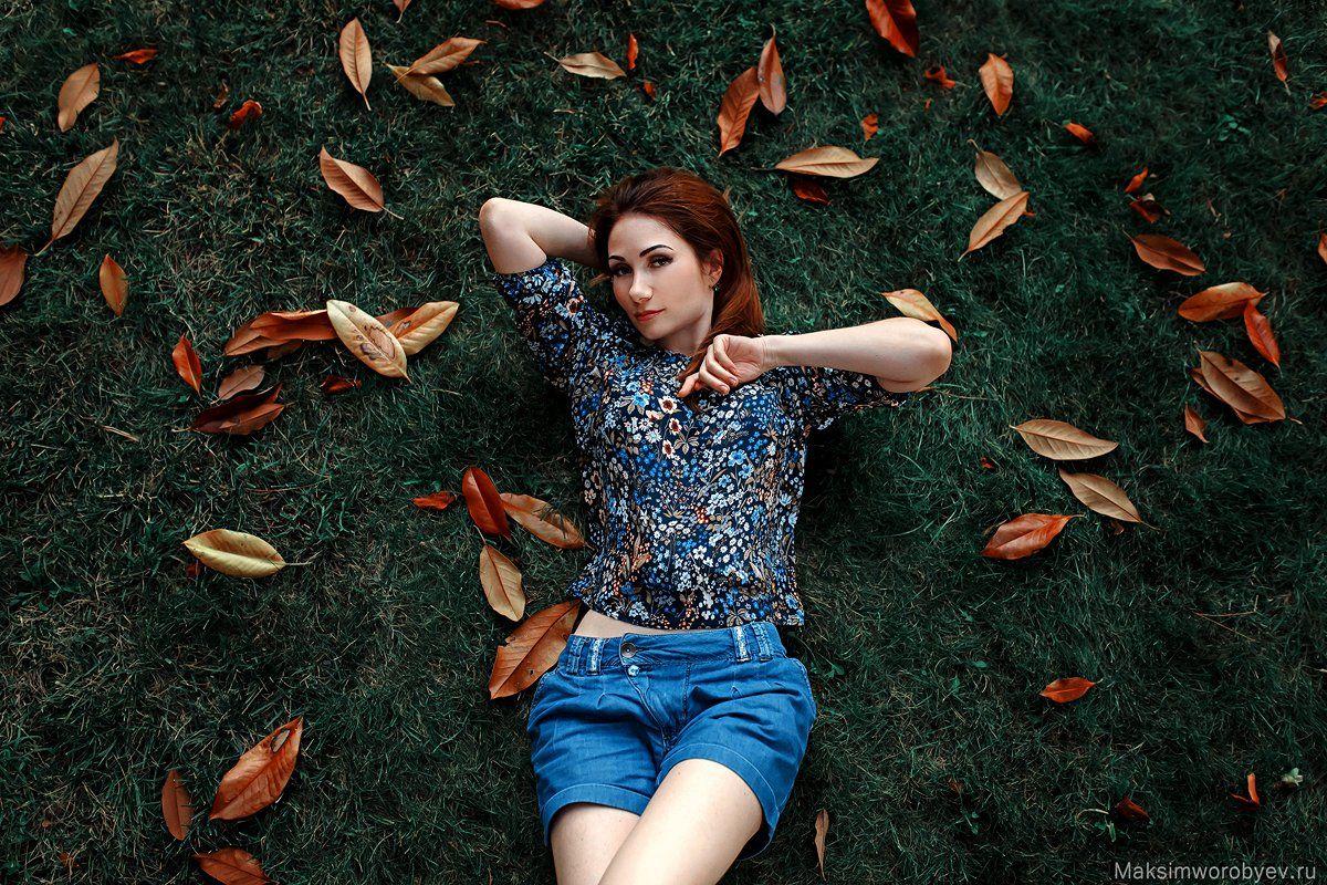 девушка, портрет ,поляна ,листья, осень, Воробьев Максим