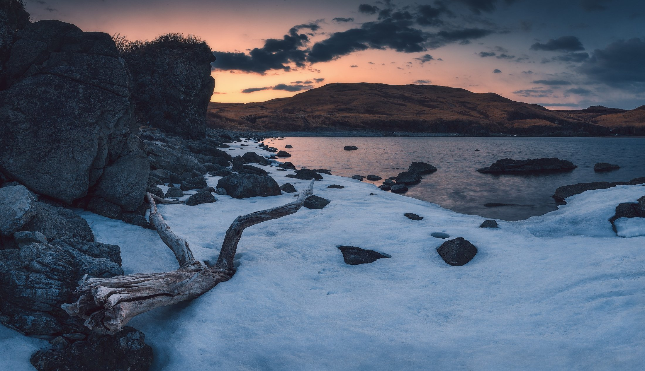 сумерки, весна, море, лёд, скалы, Андрей Кровлин