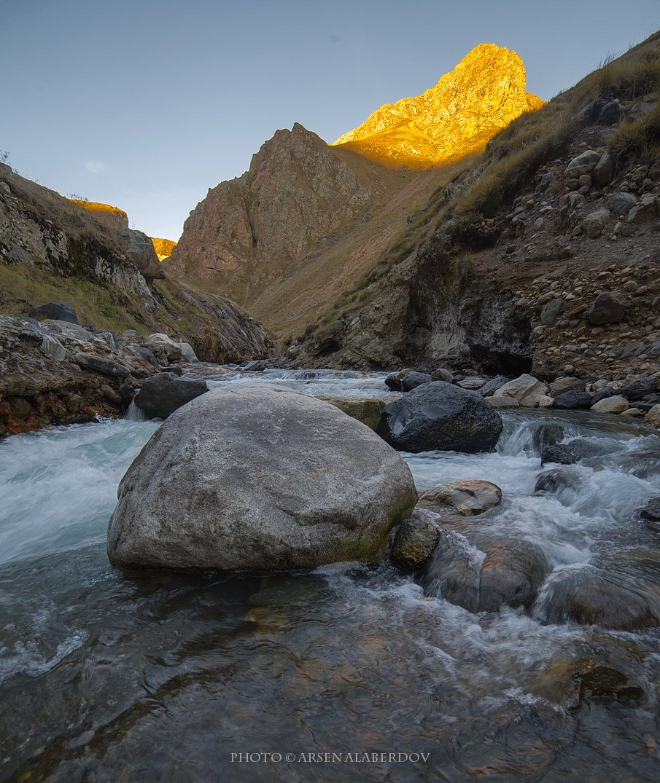 горы, предгорья, хребет, вершины, пики,река, горная река, восход, солнечный свет, осень, скалы, холмы, долина, облака, путешествия, туризм, карачаево-черкесия, кабардино-балкария, северный кавказз , закат, свет, лучи, АрсенАл