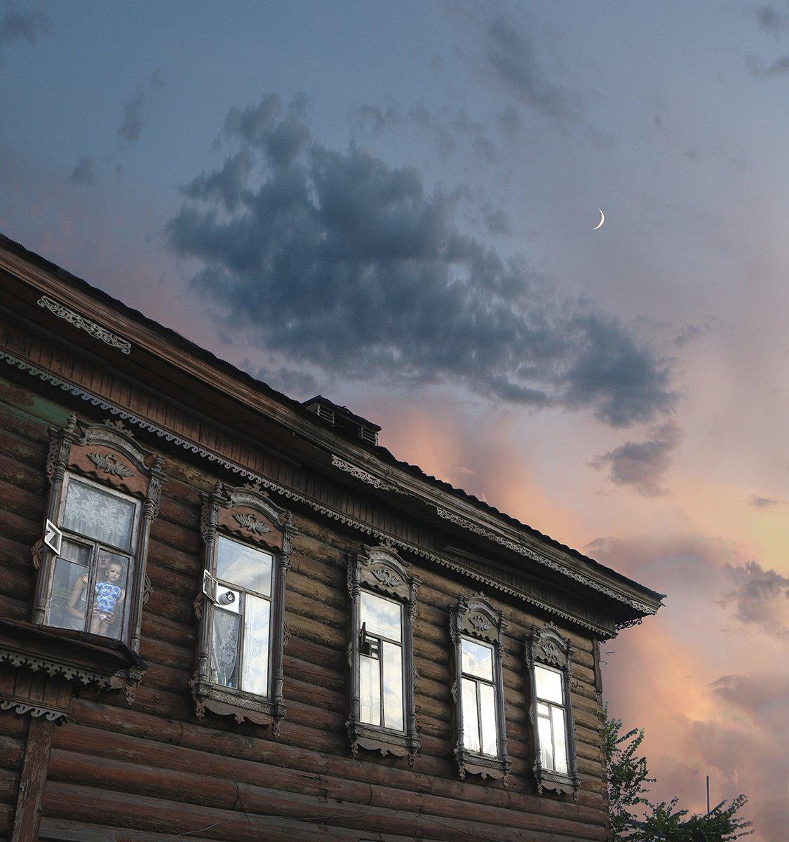 старый город, закат,  молодая луна,, Александр Волобуев